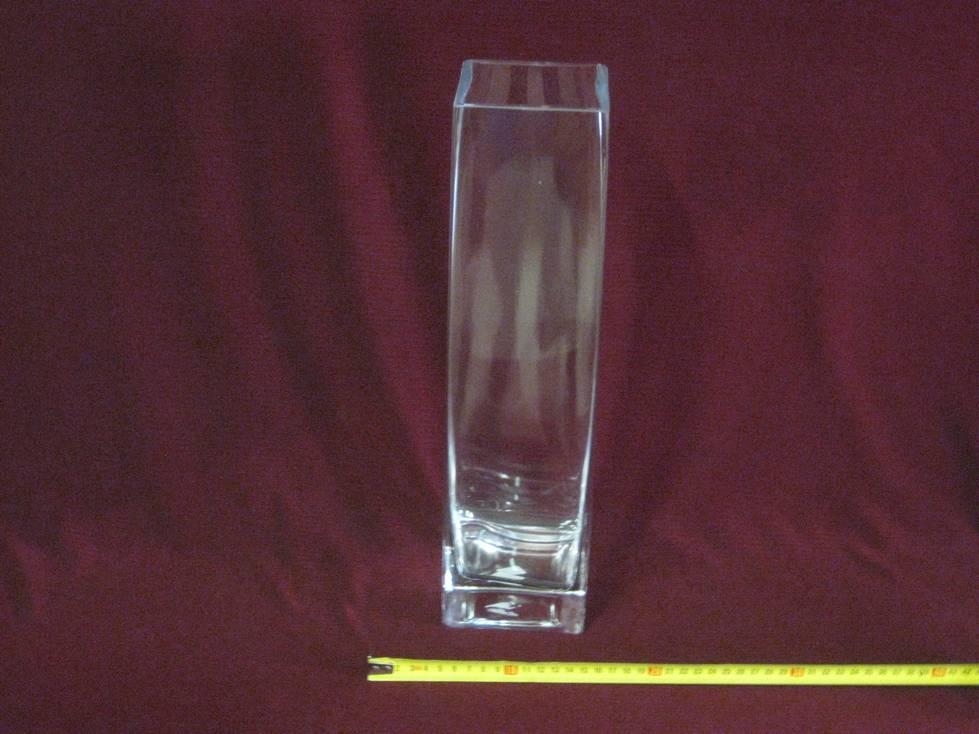 Vaza stiklinė kampuota